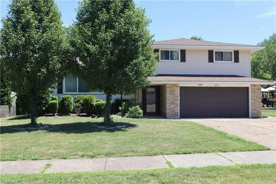5585 CHATHAM DR, Seven Hills, OH 44131 - Photo 2