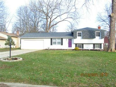 424 OAKNOLL DR, Amherst, OH 44001 - Photo 1