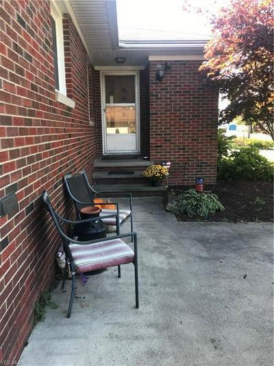 901 DOUGLAS ST, Vermilion, OH 44089 - Photo 2