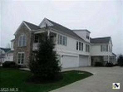 5658 S GREENWAY CT APT B, Highland Heights, OH 44143 - Photo 2