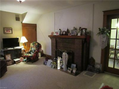 1048 LINDSAY AVE, Zanesville, OH 43701 - Photo 2