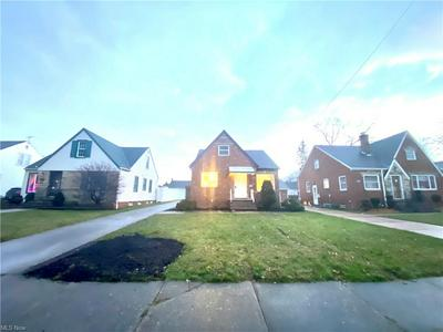 8117 MANORFORD DR, Parma, OH 44129 - Photo 2