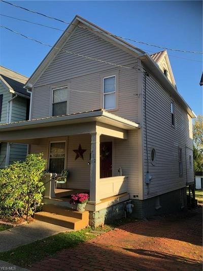 712 WARREN ST, Marietta, OH 45750 - Photo 1