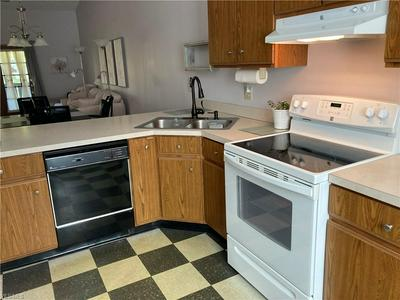 912 NOB HILL DR APT 3, Niles, OH 44446 - Photo 2