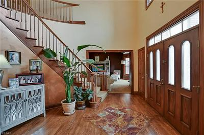 8862 SPRING VALLEY DR, BROADVIEW HEIGHTS, OH 44147 - Photo 2
