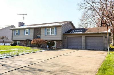 54 FOREST HILL DR, HUBBARD, OH 44425 - Photo 2