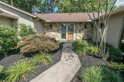 22206 MEADOWNORTH CT, Strongsville, OH 44149 - Photo 2