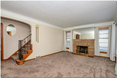 6496 CROSSVIEW RD, Seven Hills, OH 44131 - Photo 2