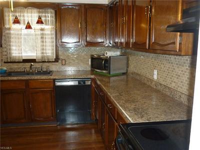 5877 N PARK AVENUE EXT, Warren, OH 44481 - Photo 2