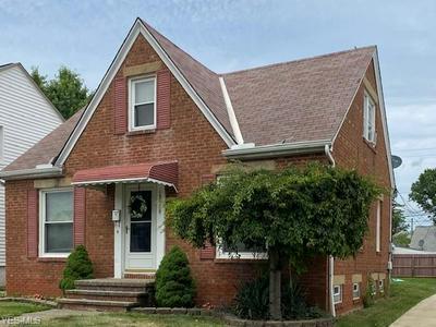 13019 GRANNIS RD, Garfield Heights, OH 44125 - Photo 2