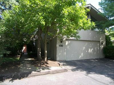 381-24 KNOLLWOOD DR, Aurora, OH 44202 - Photo 2