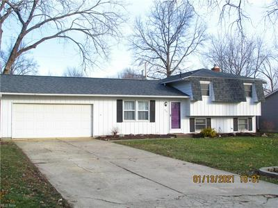 424 OAKNOLL DR, Amherst, OH 44001 - Photo 2