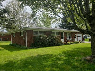 148 MAPLEWOOD DR, Jefferson, OH 44047 - Photo 2