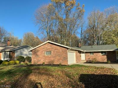 6061 SOMERSET DR, North Olmsted, OH 44070 - Photo 2