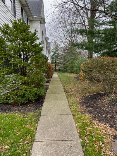 3155 LOST NATION RD APT B, Willoughby, OH 44094 - Photo 2