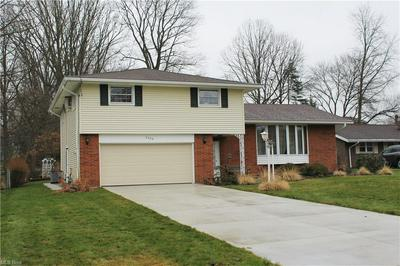5289 BERKSHIRE DR, North Olmsted, OH 44070 - Photo 1