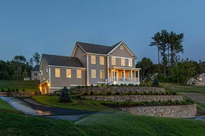 18 SCENIC DR, Manchester, NH 03104 - Photo 2
