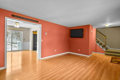 40 MCINTYRE CT, Manchester, NH 03104 - Photo 2