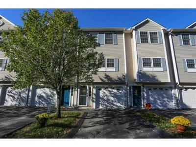 1029 S MAMMOTH RD UNIT 29, Manchester, NH 03109 - Photo 1