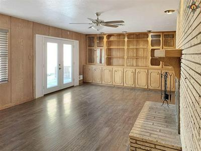 910 W AVENUE K, LOVINGTON, NM 88260 - Photo 2