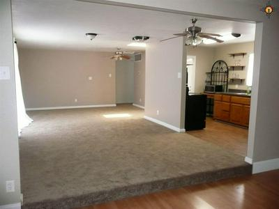 828 CLOVIS AVE, GRANTS, NM 87020 - Photo 2