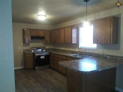 808 W DOGWOOD AVE, LOVINGTON, NM 88260 - Photo 2