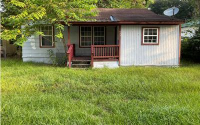 623 NE LAKE DR, Lake City, FL 32055 - Photo 1