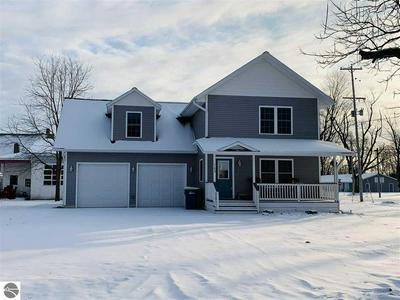 102 N HURON ST, LAKE CITY, MI 49651 - Photo 1