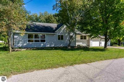 505 S 2ND ST, Edmore, MI 48829 - Photo 1