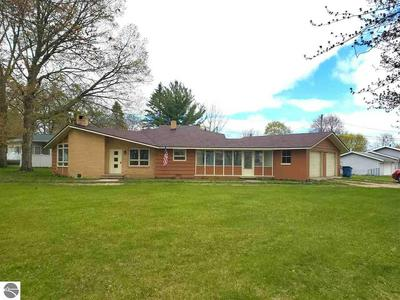 209 N CHIPPEWA ST, Shepherd, MI 48883 - Photo 2