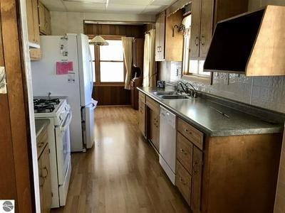 2660 E HUCKLEBERRY TRL, Farwell, MI 48622 - Photo 2