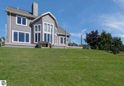 6536 INDIAN HILL RD, Honor, MI 49640 - Photo 2