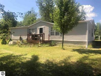 4332 W BAWKEY RD, Farwell, MI 48622 - Photo 1