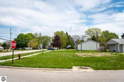 525 W WRIGHT AVE, Shepherd, MI 48883 - Photo 2