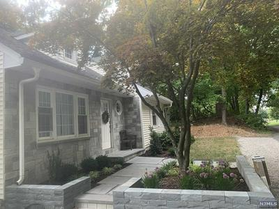 756 OLD FRANKLIN LAKES RD, Franklin Lakes, NJ 07417 - Photo 2