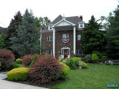 924 EDGEWATER AVE, Ridgefield, NJ 07657 - Photo 1