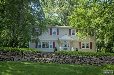 638 KNOLLWOOD RD, Franklin Lakes, NJ 07417 - Photo 1