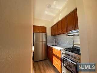 239 CRESCENT LN APT 4, Cliffside Park, NJ 07010 - Photo 1