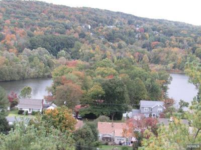 100 PIERSON MILLER DR APT E5, Pompton Lakes, NJ 07442 - Photo 2