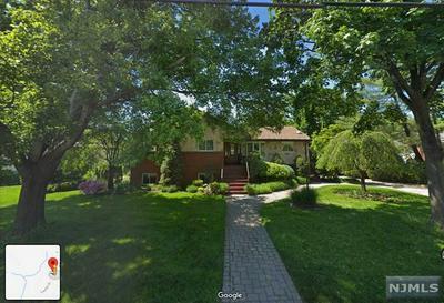 352 CASTLE DR, Englewood Cliffs, NJ 07632 - Photo 1