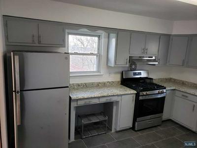 581 CARPENTER PL # 2, Ridgefield, NJ 07657 - Photo 1