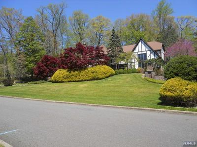 832 WINTON GATE LN, Franklin Lakes, NJ 07417 - Photo 1