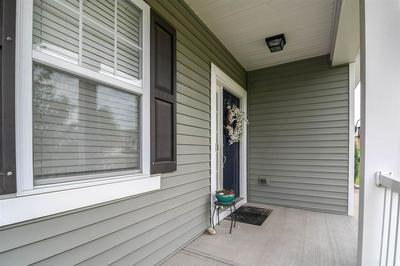 990 OCEANAGE DR, Florence, KY 41042 - Photo 2