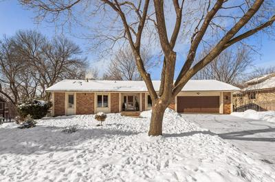 5208 KNOB HILL CT, Minnetonka, MN 55345 - Photo 2