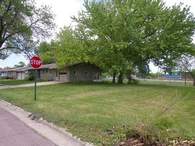 214 S CENTRAL AVE, Truman, MN 56088 - Photo 2