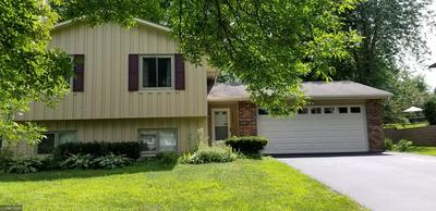 12033 CHESHOLM LN, Eden Prairie, MN 55347 - Photo 2