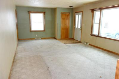 917 4TH ST SW, WASECA, MN 56093 - Photo 2