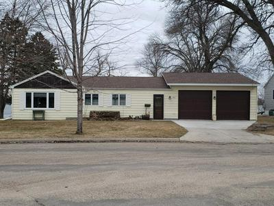 901 W 4TH ST, MORRIS, MN 56267 - Photo 1