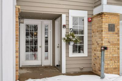 6040 CHASEWOOD PKWY APT 2, Minnetonka, MN 55343 - Photo 2