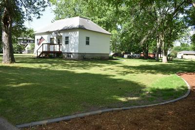 909 WALTERS ST, Lakefield, MN 56150 - Photo 2